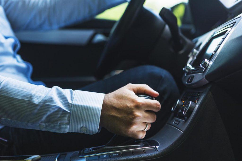 Sprawdzenie używanego samochodu diagnostyka komputerowa