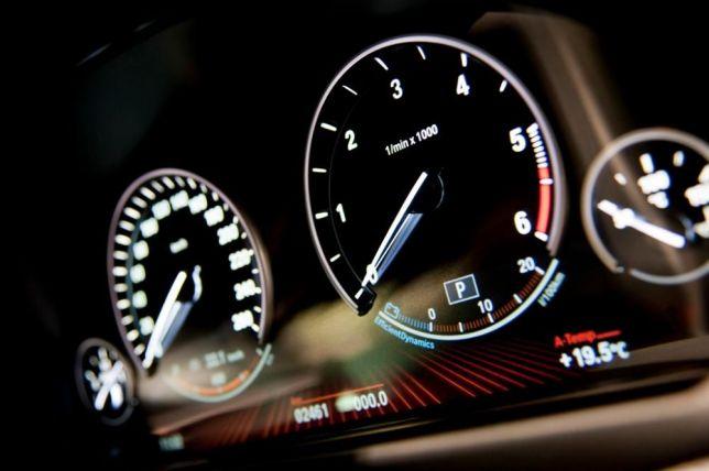 Sprawdzenie przebiegu samochodu przed zakupem na podstawie nr VIN